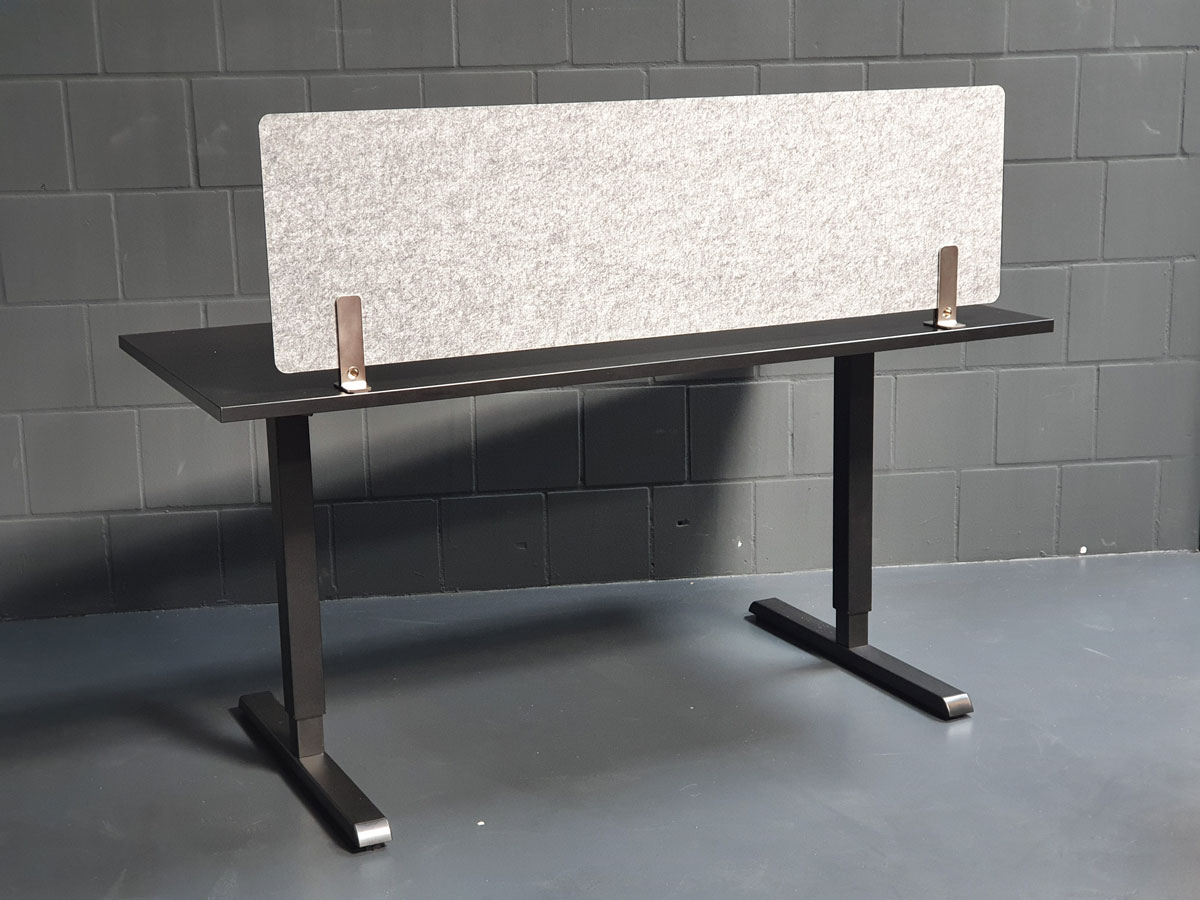 Acoustic Screen am Schreibtisch