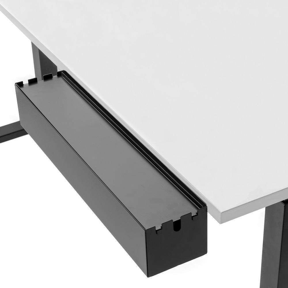 Multibox L an Tischplatte montiert